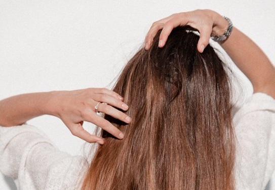 Hogyan ápoljuk a száraz hajat...